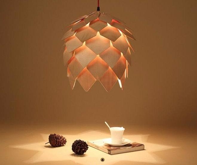 Závesné kreatívne drevené svietidlo ART je kreatívne svietidlo ktoré uchváti každého návštevníka vašich priestorov svojím jedinečným dizajnom. 1 - Kreatívne drevené svietidlo závesné - ART, priemer 25cm