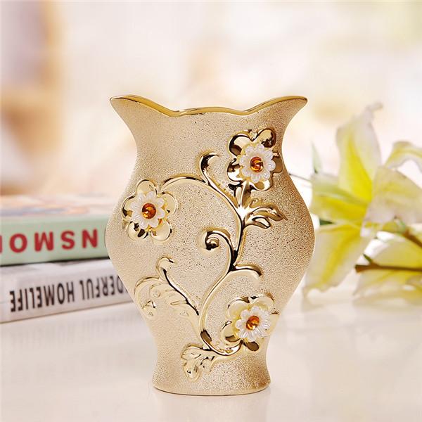 Elegantná porcelánová váza s unikátnym dizajnom kvetmi a kryštálikmi v zlatej farbe 1 2 - Elegantná porcelánová váza s unikátnym dizajnom, kvetmi a kryštálikmi v zlatej farbe