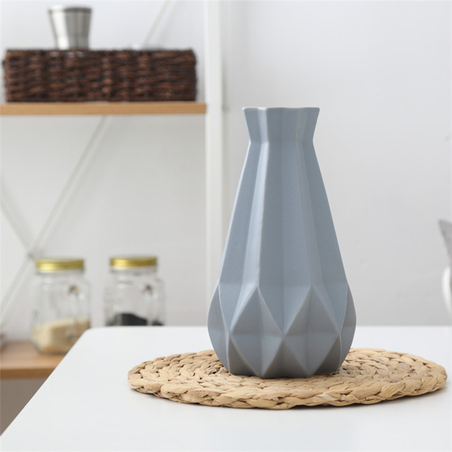 Elegantná porcelánová váza v štyroch rôznych farbách veľká. 1 - Elegantná porcelánová váza v štyroch rôznych farbách, veľká