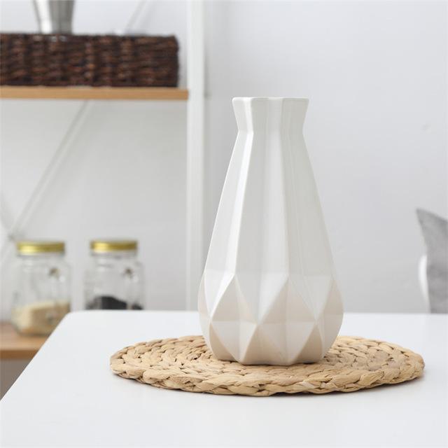 Elegantná porcelánová váza v štyroch rôznych farbách veľká. - Elegantná porcelánová váza v štyroch rôznych farbách, veľká