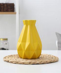 Elegantná porcelánová váza v štyroch rôznych farbách, stredná