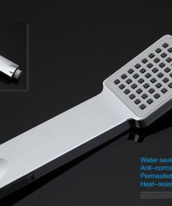Moderná vaňová batéria so sprchou v hranatom prevedení