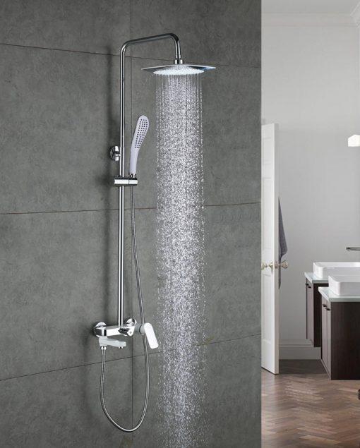 Moderný sprchový panel s hlavovou sprchou a ručnou sprškou