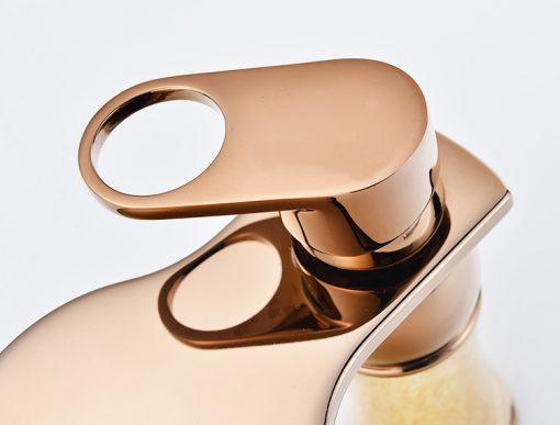 Elegantná vodovodná batéria vo viacerých farbách a veľkostiach