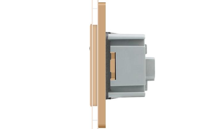 Luxusná zásuvka s ochranným kolíkom v zlatej farbe 2 670x420 - Luxusná zásuvka s ochranným kolíkom v zlatej farbe