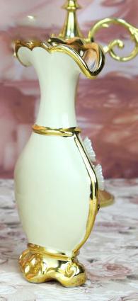 Luxusná porcelánová váza s kvietkami v bielo zlatej farbe 205 cm x 10 cm. - Luxusná porcelánová váza s kvietkami v bielo-zlatej farbe, 20,5 cm x 10 cm