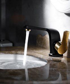 Elegantná umývadlová batéria v čierno-zlatom prevedení