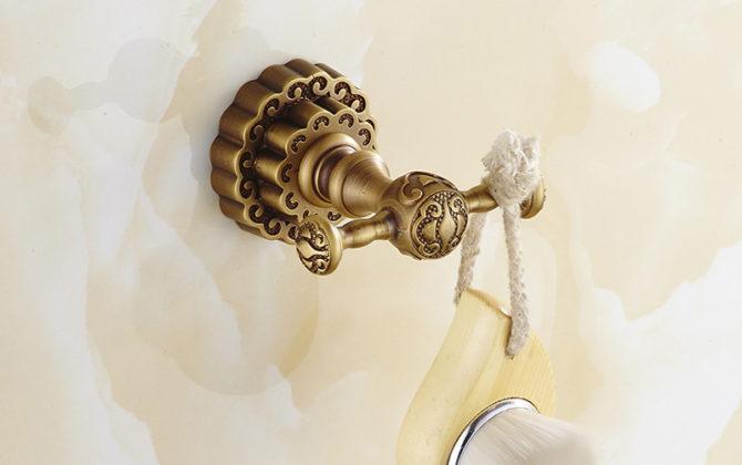 Elegantný mosadzný háčik na stenu do kúpeľne  670x420 - Elegantný mosadzný háčik na stenu do kúpeľne