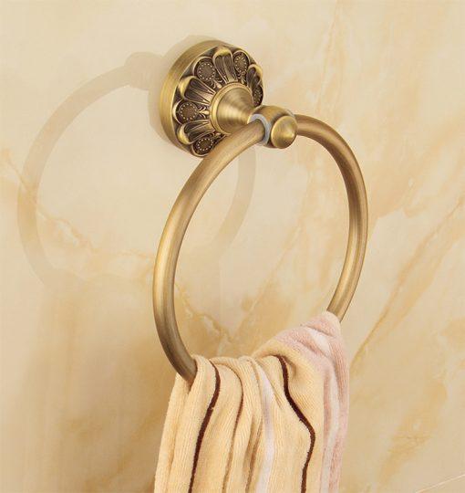 Elegantný staromosadzný vešiak na uterák v tvare kruhu