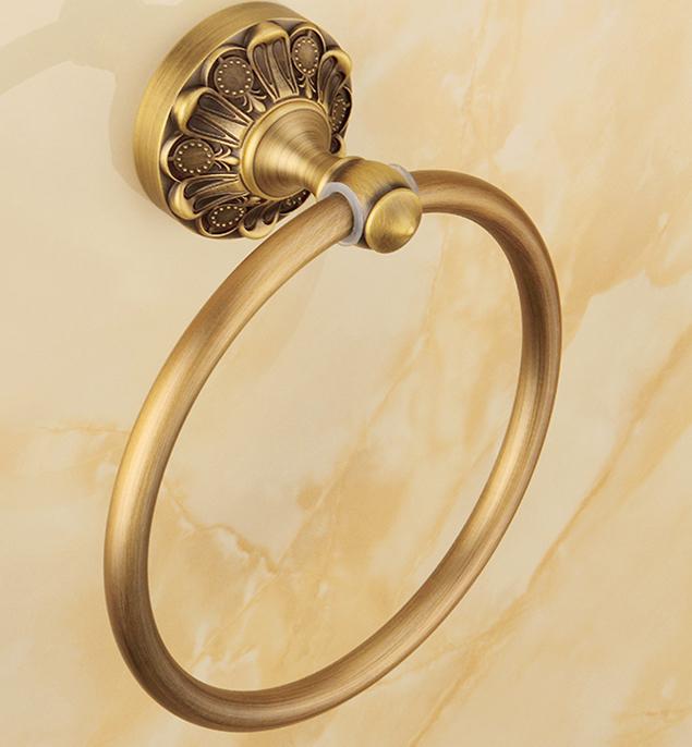 Elegantný staromosadzný vešiak na uterák v tvare kruhu. - Elegantný staromosadzný vešiak na uterák v tvare kruhu