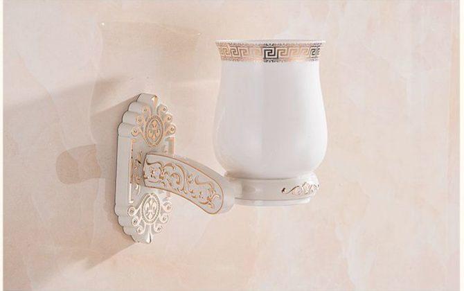 Elegantný stojan s pohárikom na zubné kefky v bielej farbe. 670x420 - Elegantný stojan s pohárikom na zubné kefky v bielej farbe
