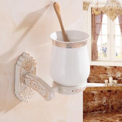 Elegantný stojan s pohárikom na zubné kefky v bielej farbe