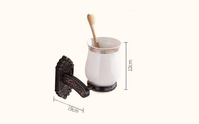 Elegantný stojan s pohárikom na zubné kefky v čiernej farbe .. 670x420 - Elegantný stojan s pohárikom na zubné kefky v čiernej farbe