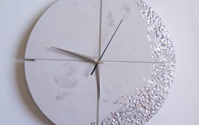 Ručne vyrobené nástenné hodiny - White silver quatro