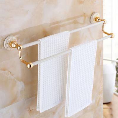 Jednoduchý dvojitý držiak na uteráky v zlato-bielej farbe