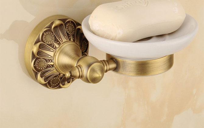 Luxusný staromosadzný stojan s miskou na mydlo