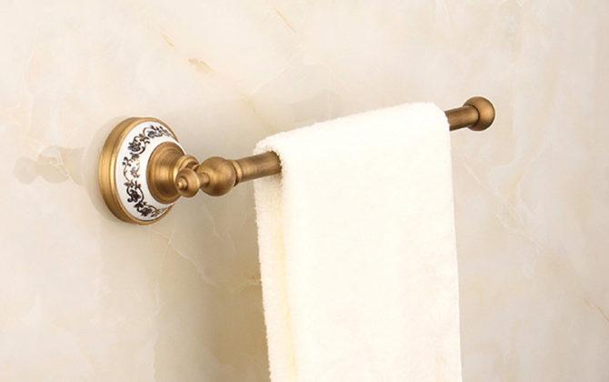 Luxusný staromosadzný vešiak na uteráky