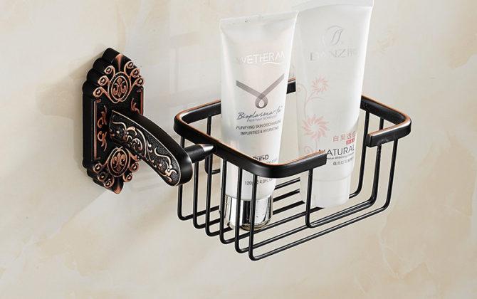 Starožitný prepracovaný držiak na toaletný papier v čiernej farbe . 670x420 - Starožitný prepracovaný držiak na toaletný papier v čiernej farbe