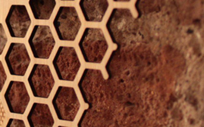 Jedinečné drevené nástenné hodiny v tvare medu 1 2 670x420 - Jedinečné drevené nástenné hodiny v tvare medu