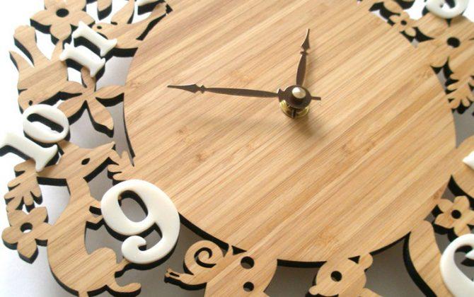 Nádherné drevené nástenné hodiny so zvieratkami z lesa. 670x420 - Nádherné drevené nástenné hodiny so zvieratkami z lesa