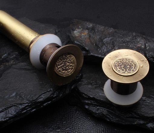 Mosadzná umývadlová výpusť vo viac prevedeniach s reliéfom