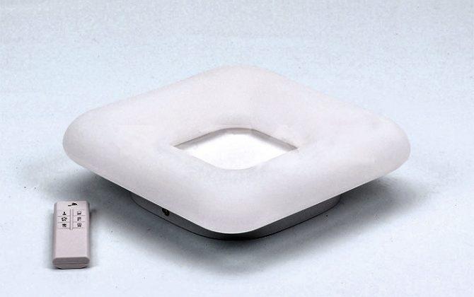 Štvorcový LED stropný luster 26W 3 farby svetla 30 x 30 x 8cm 1 1 670x420 - Štvorcový LED stropný luster, 40W, zmena farby, 46 x 46 x 9,5cm, stmievateľný - biela farba