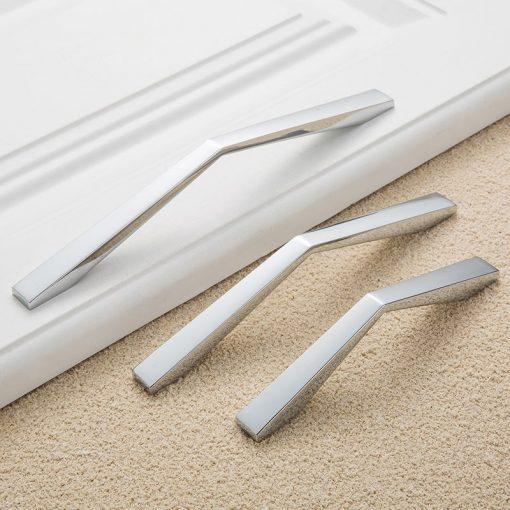 Moderná chrómová kľučka pre nábytok, 64mm, kvalitne vyrobená