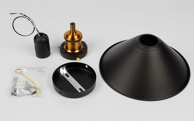 Stropné svietidlo historické s čiernym tienidlom nr 3 670x420 - Stropné svietidlo historické s čiernym tienidlom, nr.2