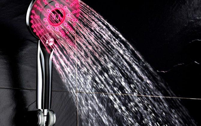 Sprchová hlavica s LED podsvietením a digitálnym teplomerom 3 funkcie 5 670x420 - Sprchová hlavica s LED svetlom a digitálnym teplomerom, 3 funkcie