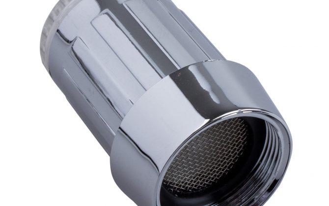 Svietiaci LED nadstavec na kohútik 4 670x420 - Svietiaci LED nadstavec na kohútik