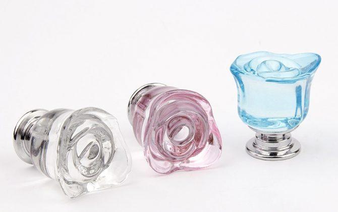 Sklenený úchyt na dvierka alebo zásuvku v tvare ruže vo farbách 2 670x420 - Sklenený úchyt na dvierka alebo zásuvku v tvare ruže vo farbách