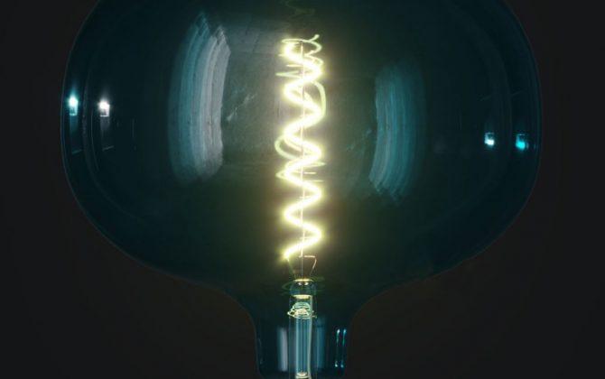 Farebná LED žiarovka OCEAN BLUE COBBLE E27 4W 100lm Stmievateľná. 670x420 - Farebná LED žiarovka OCEAN-BLUE COBBLE - E27, 4W, 100lm, Stmievateľná