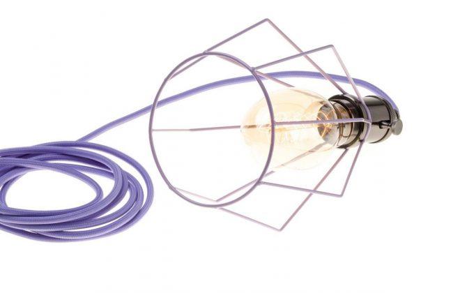 Závesné svietidlo OCTAGON s fialovou klietkou a textilným káblom 670x420 - Závesné svietidlo OCTAGON s fialovou klietkou a textilným káblom