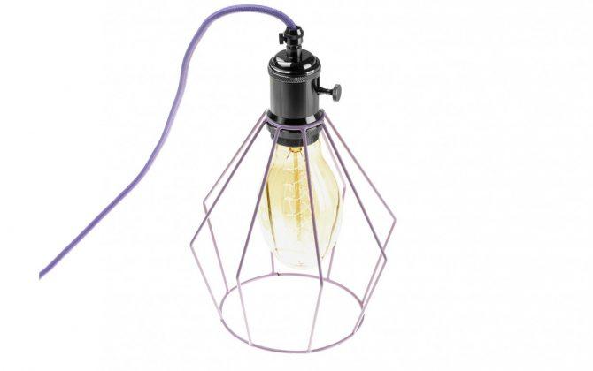Závesné svietidlo OCTAGON s fialovou klietkou a textilným káblom. 670x420 - Závesné svietidlo OCTAGON s fialovou klietkou a textilným káblom