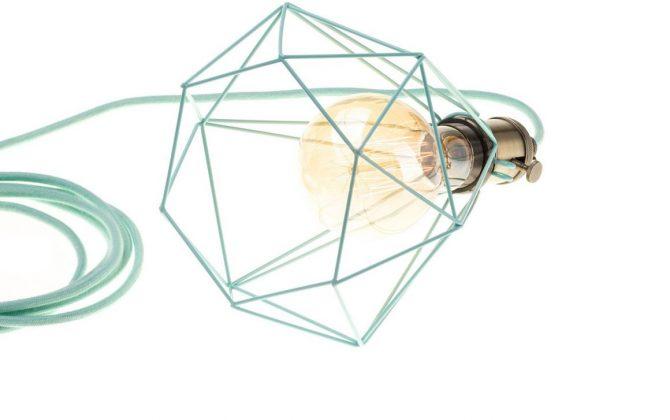 Závesné svietidlo OCTAGON so svetlo zelenou klietkou a textilným káblom 1 670x420 - Závesné svietidlo OCTAGON so svetlo zelenou klietkou a textilným káblom