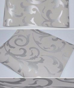 Vintage tapeta v sivej farbe so strieborným vzorom